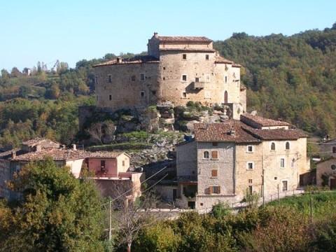 castel_di_luco1.jpg