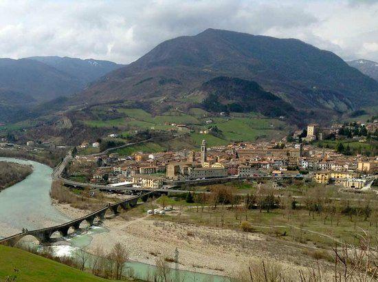 Bobbio-e-la-Val-Trebbia.jpg